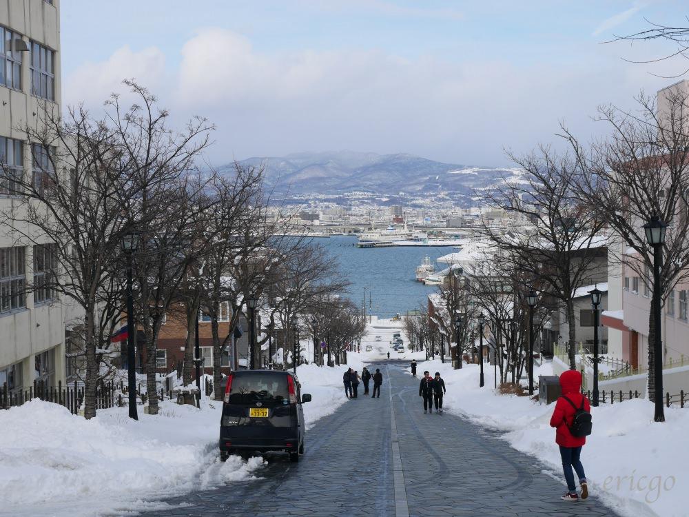 北海道、函館|八幡坂 – 函館最美街道,與海水藍天連成一線的坂道