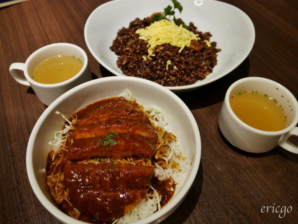 岡山|lunch&beer SUN – 岡山特色美食黑色炒飯、醬汁豬排飯,JR岡山站就吃得到!