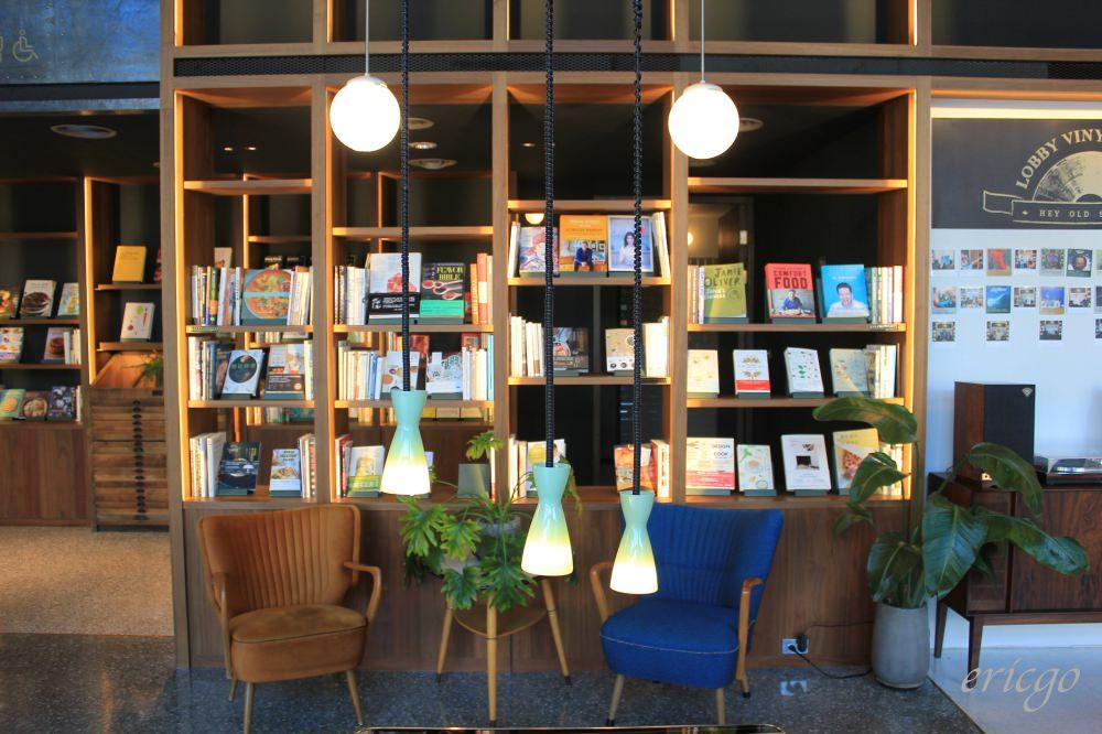 台南|U.I.J Hotel & Hostel 友愛街旅館 – 音樂與書本堆積而成的質感設計旅店