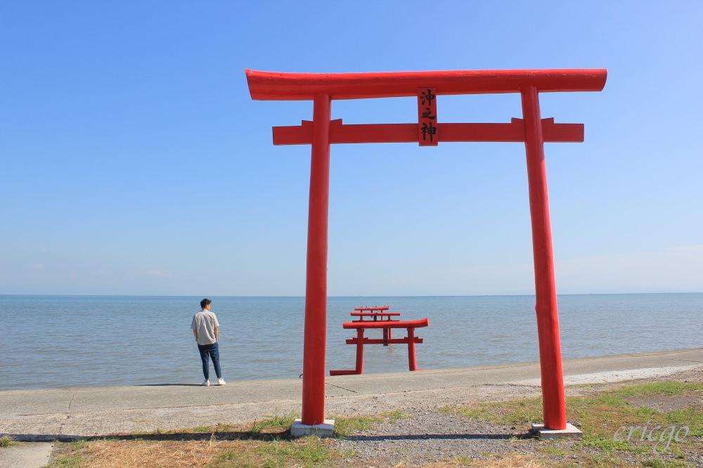 佐賀|大魚神社海中鳥居 – 九州佐賀秘境推薦,遇見太良町海上三鳥居的紅藍美麗漸層