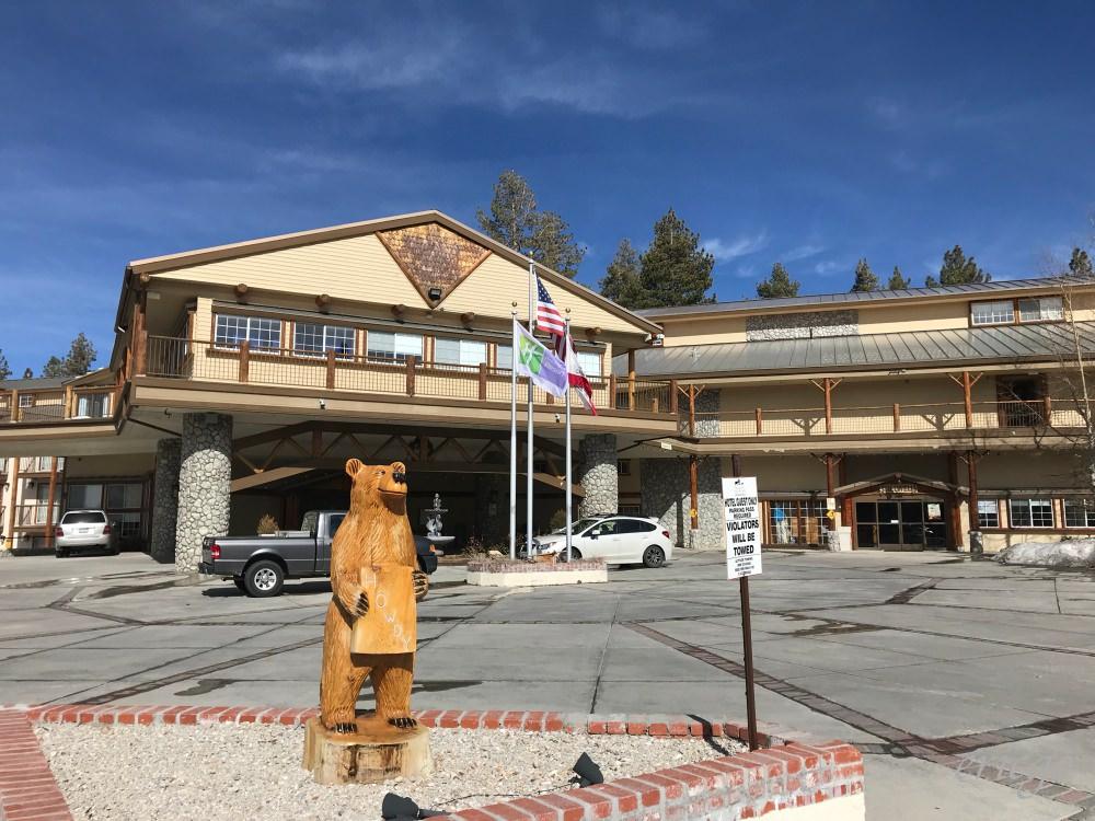 加州|Holiday Inn Resort The Lodge at Big Bear Lake – 舒適寬敞大空間、大熊湖美式傳統度假飯店