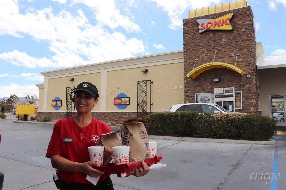加州|Sonic Drive-In & Jack in The Box – 不只In-N-Out漢堡,美國速食連鎖店、早餐、得來速,每家都好好吃!