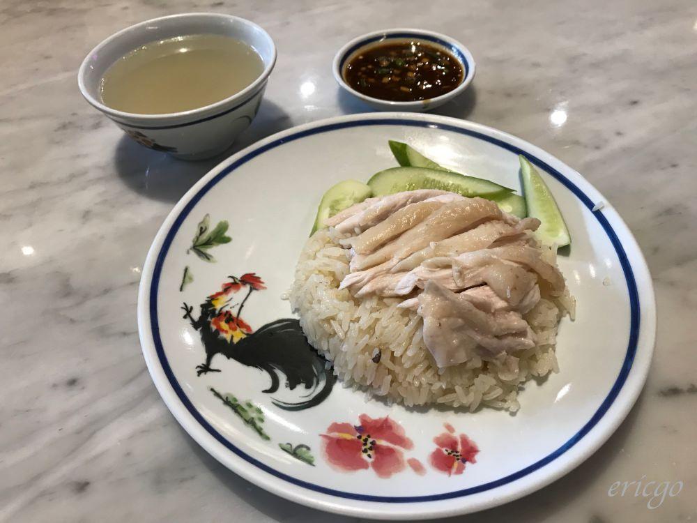 曼谷|紅大哥水門雞飯 – 2019米其林推薦,曼谷必吃粉紅色制服海南雞飯全新分店!