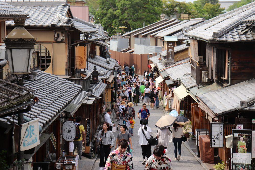 京都|星巴克二寧坂八坂茶屋店 – 世界第一家榻榻米星巴克,京都町家喝咖啡!