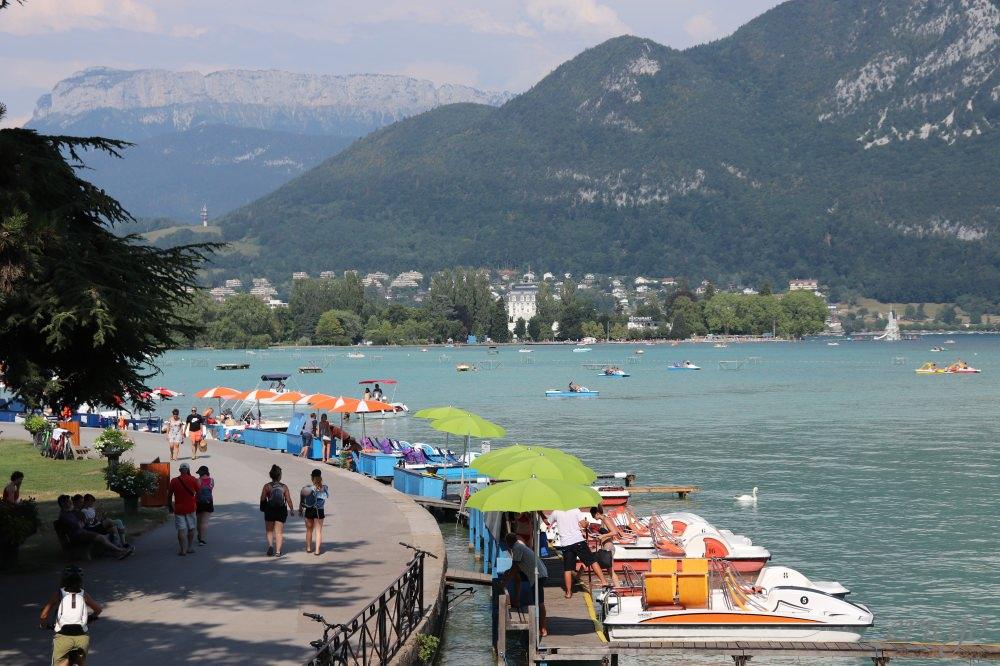 安納西 安納西湖 Lac d'Annecy – 搭船瀏覽歐洲最純淨的湖泊,Auberge du Lac餐廳及Château de Menthon-Saint-Bernard延伸景點推薦