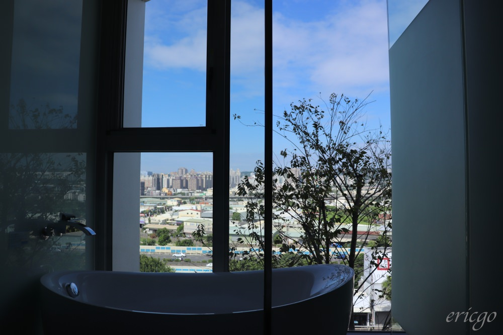 台中|余舍行旅 – 逢甲商圈輕豪宅新飯店,三種高空美景泡澡浴缸選擇